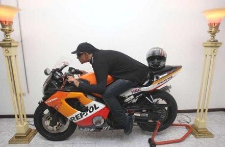 Motorcycle wake